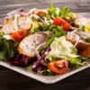 ensalada de pollo, ensalada mediterranea, pollo con ensalada, comer pollo, comer ensalada, dieta saludable,