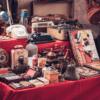mercado de las pulgas, venta de garaje, ventas en la calle, ventas masivas, compra de artículos,